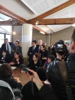 débat avec les élus lors de l'ouverture des travaux de l'institut de l'engagement à la résidence club la fayette